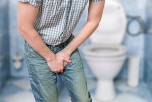 Homem segurando a urina | Tudo sobre incontinência urinária
